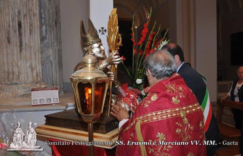 Omaggio del Sindaco della città Dott. Cosmo Mitrano ai Santi Patroni con la donazione di fiori e ceri