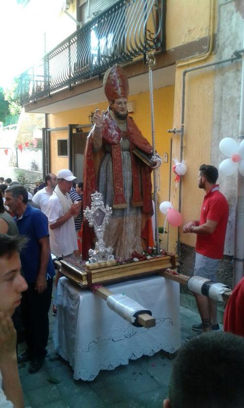 La statua di Sant'Erasmo con la reliquia portata da Gaeta