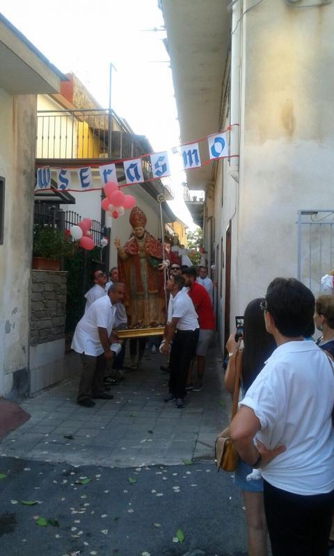 La processione nei vicoli del centro storico